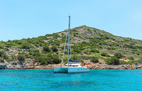 THE IDEAL 12 VOLT POWER SYSTEM FOR CATAMARANS on